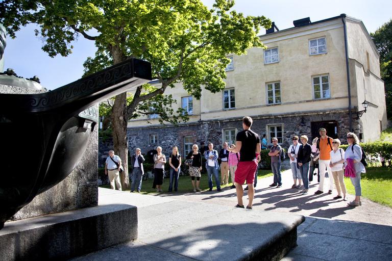 Opastettu kierros, kuva Suomenlinnan hoitokunta