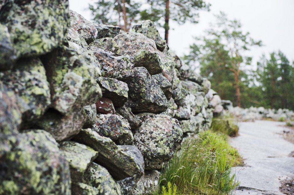 Sammallahdenmäen hautaröykkiö lähikuvassa kuva Rauman kaupunki 1