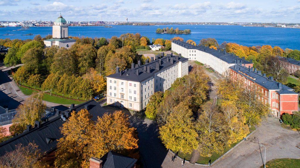 Suomenlinnan ilmakuva syksyllä Super Otus SLHK 13