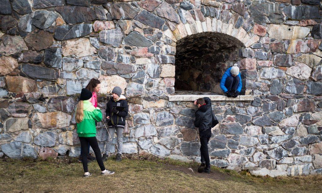Suomenlinnan muureja pieni kuva Aino Heininen 1