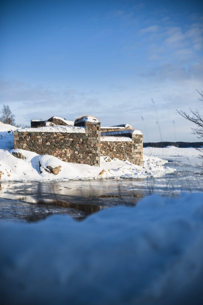 Suomenlinnan muureja talvella kuva Arttu Kokkonen
